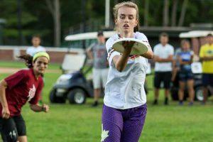 Rebecca voll konzentriert beim NUTC Scrimmage gegen die Trainer